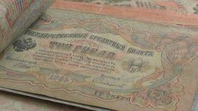 Compte de vieux billets de banque tsaristes d'empire russe banque de vidéos