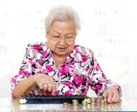 Compte des pièces de monnaie Images stock