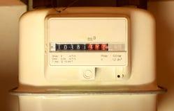 Compteur à gaz de ménage dans la maison photographie stock