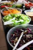 Compteur avec les légumes image stock