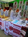 Compteur avec les robes nationales, Kamenets Podolskiy, Ukraine Photo libre de droits