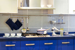 Compteur de cuisine bleu images stock