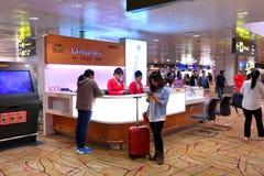 Compteur de l'information à l'aéroport Singapour de Changi Image libre de droits