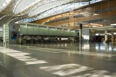 Compteur et étage dans l'aéroport Photographie stock