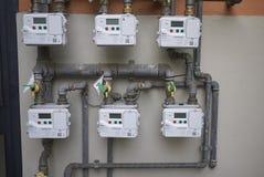 Compteurs à gaz dans une résidence domestique photographie stock