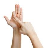 Comptez hors fonction sur des doigts de l'homme d'isolement sur le blanc Photographie stock