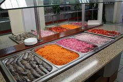 Comptoir à salades de Smorgasbord Photographie stock libre de droits