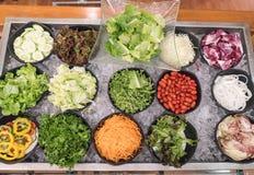 comptoir à salades mélangé Photos stock