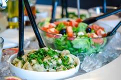 Comptoir à salades sur la glace Photographie stock
