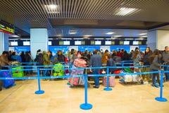 Comptoir d'enregistrement dans l'aéroport Photo libre de droits