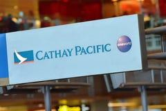 Comptoir de service de passager de Cathay Pacific Photographie stock libre de droits