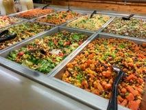 Comptoir à salades Photo stock
