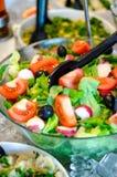Comptoir à salades d'été Photos stock