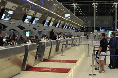 Comptoirs d'enregistrement d'aéroport Images libres de droits