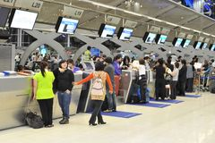 Comptoirs d'enregistrement d'aéroport Photo libre de droits