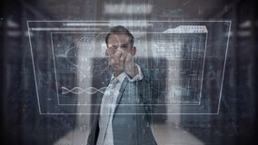 Compuesto de Digitaces del hombre de negocios que toca la pantalla futurista ilustración del vector
