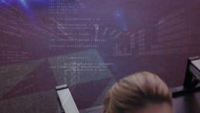 Compuesto de Digitaces de los códigos del ejercicio y del interfaz de la mujer almacen de video