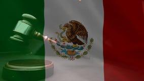 Compuesto de Digital de la bandera mexicana y del mazo del grunge almacen de metraje de vídeo