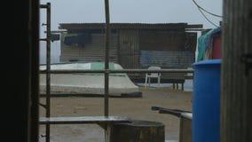 Compuesto de la casa del zanco, pueblo de Koki, Moresby almacen de metraje de vídeo