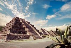 Compuesto de la foto de la pirámide azteca, México Imagen de archivo