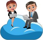 Computação de trabalho da nuvem do portátil da mulher do homem Fotografia de Stock