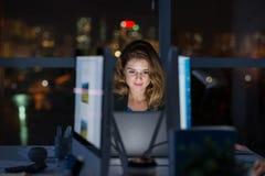 Computação tarde na noite fotos de stock royalty free