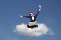 Computación de la empresaria y de la nube fotos de archivo