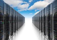 Computación de la nube y concepto del establecimiento de una red del ordenador Foto de archivo libre de regalías