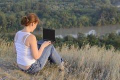 Computador da menina Foto de Stock Royalty Free