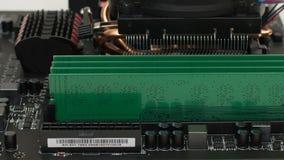 Computador do cartão-matriz com os detalhes que refrigeram a memória e o processador video estoque
