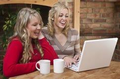 Computador e café fotografia de stock royalty free