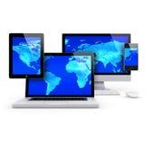 Computador e conceito móvel do grupo, com mapa do mundo azul Imagens de Stock