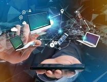 Computador e dispositivos indicados em uma relação futurista com dentro Fotos de Stock