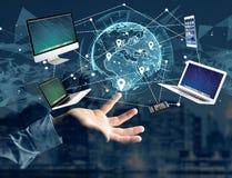 Computador e dispositivos indicados em uma relação futurista com dentro Imagens de Stock Royalty Free