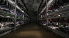 Computador para a mineração de Bitcoin Computador de Cryptocurrency com muitos entalhes periféricos video estoque