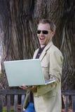 Computador portátil da terra arrendada do homem Foto de Stock