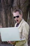 Computador portátil da terra arrendada do homem Fotografia de Stock