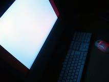 Computador, tela e rato na obscuridade Imagem de Stock Royalty Free
