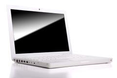 Computadora portátil blanca aislada con el camino de recortes. Foto de archivo libre de regalías