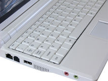 Computadora portátil blanca que muestra el teclado blanco imagenes de archivo