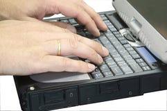 computadora portátil con la mano 1 aislada Fotografía de archivo libre de regalías