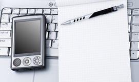 Computadora portátil con PDA de alta tecnología y la libreta. Foto de archivo libre de regalías