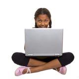Computadora portátil de la chica joven n Fotografía de archivo
