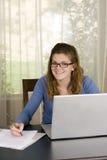 Computadora portátil de la muchacha Fotos de archivo libres de regalías