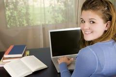 Computadora portátil de la muchacha Foto de archivo libre de regalías