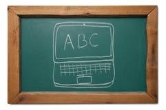 Computadora portátil del ABC del comienzo de la escuela en la pizarra Imagen de archivo