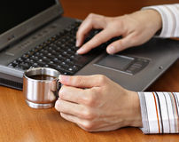 Computadora portátil del café express Imagen de archivo libre de regalías
