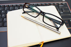 Computadora portátil del cuaderno de la pluma Foto de archivo