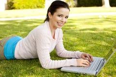 Computadora portátil del estudiante Fotos de archivo libres de regalías