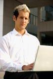 Computadora portátil del hombre de negocios Imagen de archivo libre de regalías